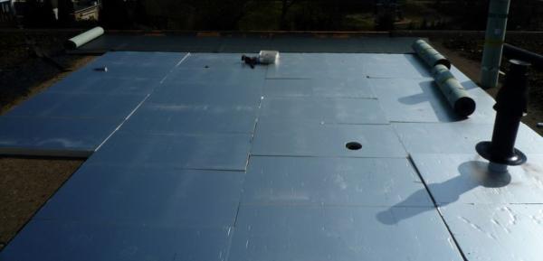 Geheel nieuw bitumen plat dak inclusie isolatie in Tilburg